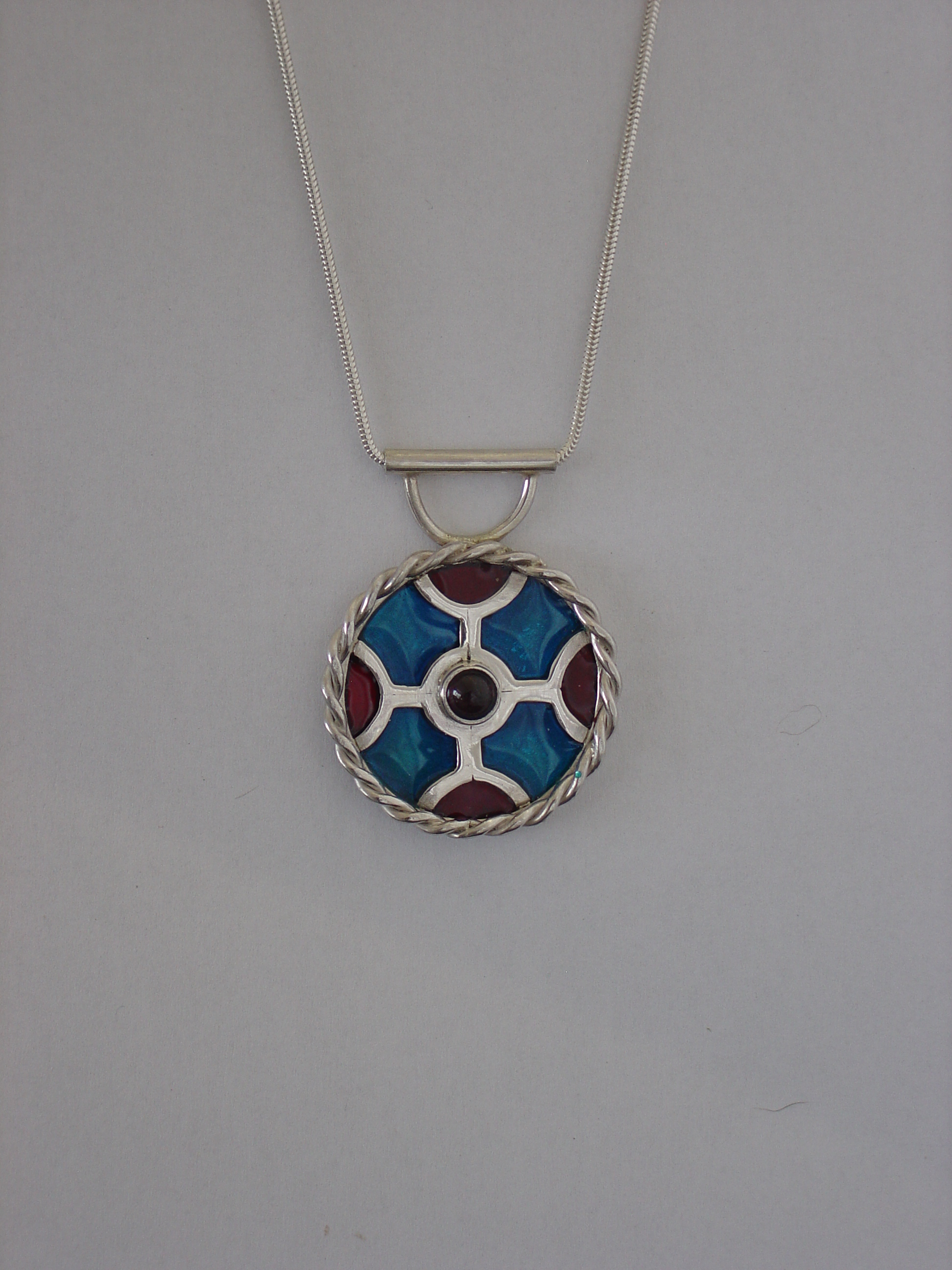 Silver pendant with garnet and resin