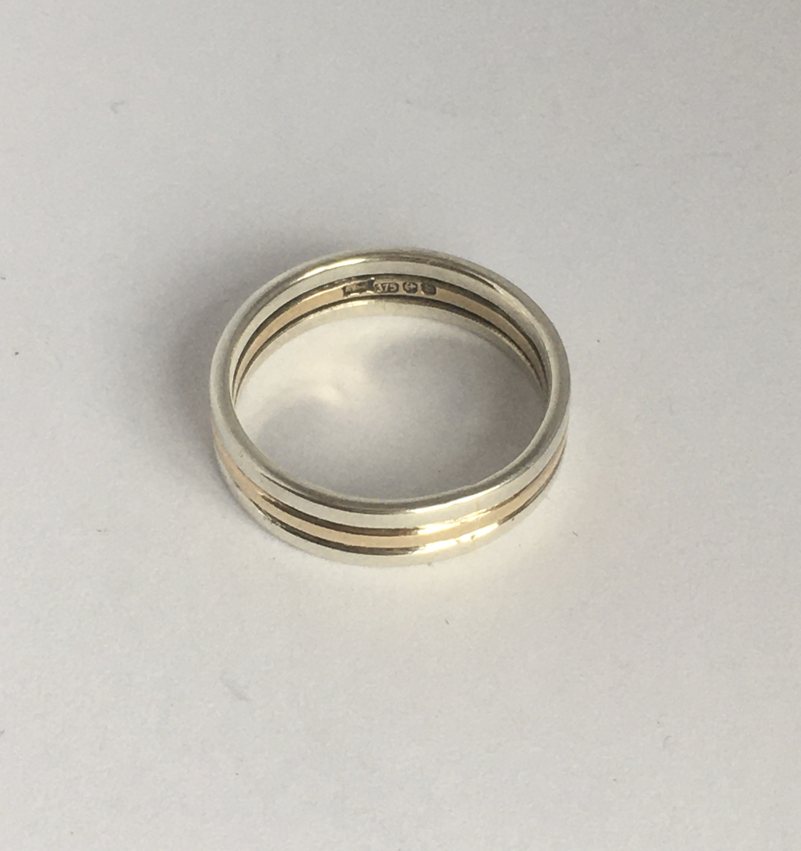 Banded gold ring